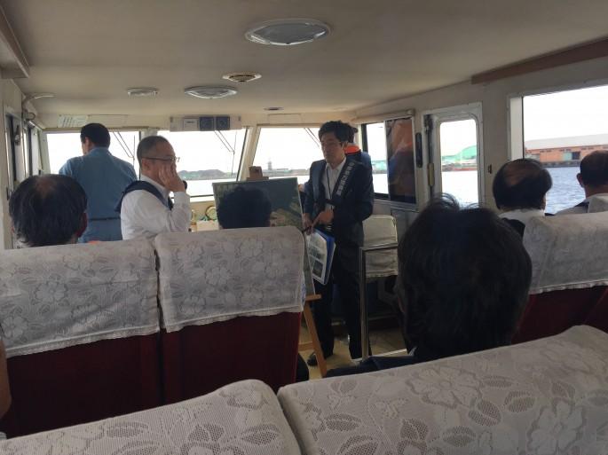港湾業務艇に乗船